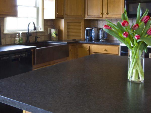 black quartz kitchen island
