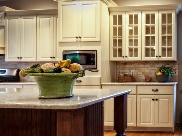 white kitchen cabinets with tile backsplash