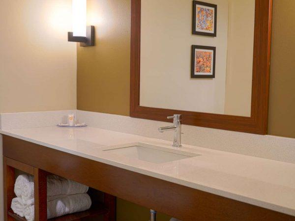 white laminate countertop at comfort inn