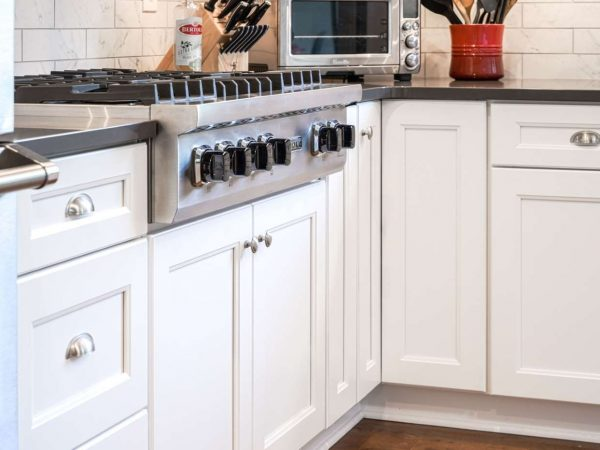white kitchen cabinets and drawers