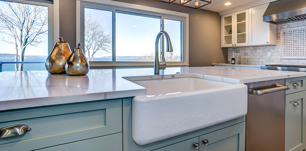 New farmhouse kitchen sink and faucet