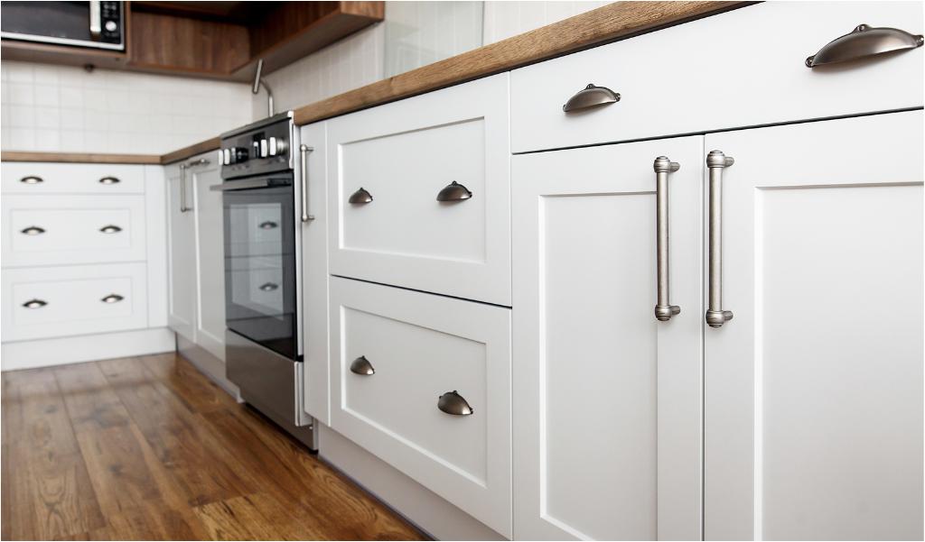 White farmhouse kitchen cabinet hardware